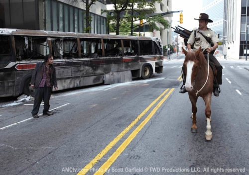 TWD-1-Episode-1-Rick-Horse-Walkers-760